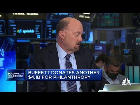 Jim Cramer on Warren Buffett resigning as Gates Foundation trustee